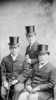 Titre original :  W.L. Mackenzie King with his brother Macdougall King and their father John King.