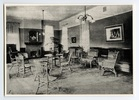Titre original :  The sitting room, Annesley Hall. 1910? Image courtesy of Victoria University Archives (Toronto, Ont.).
