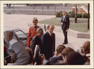 Titre original :  [Prime Minister of Canada Pierre Elliott Trudeau greeting President Nyerere of Tanzania arriving for the Commonwealth Conference, Ottawa, 1973].