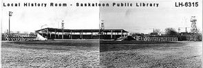 Titre original :  Courtesy Saskatoon Public Library. Cairns Field grandstand and bleachers, from outfield. [between 1935 and 1940]