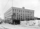 Titre original :  [The McLennan and McFeely Company building on the corner of Cordova Street and Columbia Street] - City of Vancouver Archives