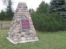 Original title:  Français : Cairn en pierre avec une plaque marquant le lieu historique national du du Canada Glengarry-Landing à Edenvale, Ontario. L'emplacement est près de la jonction de la rivière Nottawasaga et de Marl Creek, où en 1814 le Glengarry Light Infantry Fencibles, sous la commande de Lieutenant-colonel Robert McDouall, a construit une flottille de navires en vue de secourir la garnison britannique du fort Michilimackinac en mai 1814 et de capturer ensuite, en juillet, Prairie du Chien sur le Mississippi, pendant la guerre anglo-américaine de 1812.  English: Stone cairn with a plaque marking the location of the Glengarry Landing National Historic Site of Canada in Edenvale, Ontario. The site is near the junction of the Nottawasaga River and Marl Creek, where in 1814 the Glengarry Light Infantry Fencibles, under the command of Lieutenant-Colonel Robert McDouall, constructed a flotilla of boats to relieve the British garrison at Fort Michilimackinac and to effect the subsequent capture of Prairie du Chien during the War of 1812.