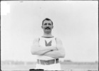 Titre original :    Etienne Desmarteau (Canada) - Olympic Champion at throwing the 56lb weight, St.Louis 1904  Chicago Daily News negatives collection, SDN-002605. Courtesy of the Chicago Historical Society.  Taken in 1904 (http://memory.loc.gov)