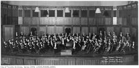 Titre original :    Description English: Toronto Symphony Orchestra with Music Director and Conductor Ernest MacMillan at Massey Hall during their tenth season in 1931-1932. Sir Albert E. Gooderham, first President of the Toronto Symphony Association, is at the right centre of the photograph; H. J. Elton, the orchestra's manager, is at left centre. The photograph was taken by Pringle & Booth, Limited. Date 12 July 1110, 03:00:00 Source This image is available from the City of Toronto Archives, listed under the archival citation Fonds 329, Series 1569, File 8. This tag does not indicate the copyright status of the attached work. A normal copyright tag is still required. See Commons:Licensing for more information. Deutsch | English | suomi | français | magyar | македонски | Nederlands | português | +/− Author Pringle & Booth