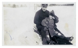 Titre original :  W.J. Pentland and son William Thomas tobogganing in High Park. Image courtesy of the grandchildren of W.J. Pentland.