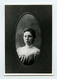 Titre original :  Margaret Addison, young woman. Image courtesy of Victoria University Archives (Toronto, Ont.).