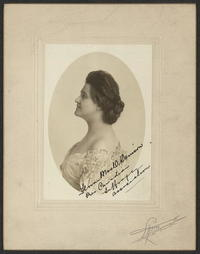 Titre original :  Flora MacDonald Denison, President Canadian Suffrage Association. Canada Toronto, ca. 1911. [to 1914] Photograph. https://www.loc.gov/item/mnwp000361/. Lyont E., Toronto, Canada.