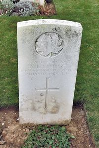 Titre original :  Gravestone of Augustine Emmanuel ('Gus') Lambert – from the Digital Collection at the Canadian Virtual Memorial: http://www.veterans.gc.ca/eng/remembrance/memorials/canadian-virtual-war-memorial/.