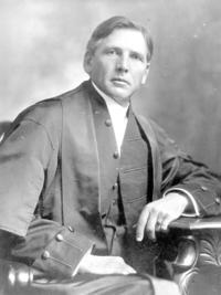 Titre original :  Chief Justice James Alexander MacDonald.