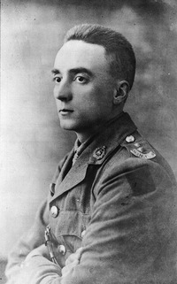 Titre original :  Lt. Gordon M. Flowerdew, Victoria Cross recipient.