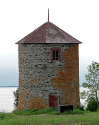 "Titre original :    Description English: Vincelotte Windmill (1690), Cap-Saint-Ignace, Province of Quebec, Canada Français : Moulin à vent de Vincelotte (1690), situé à l'Anse-à-Gilles, Cap-Saint-Ignace, province de Québec, Canada. Classé monument historique en 1965. Date 24 July 2010(2010-07-24) Source Own work Author Bernard Gagnon  Camera location 47° 3' 46.63"" N, 70° 27' 6.68"" W This and other images at their locations on: Google Maps - Google Earth - OpenStreetMap (Info)47.062952777778;-70.451855555556"