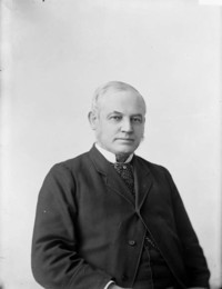 Titre original :  Hon. John Carling, M.P., (London, Ont.), Minister of Agriculture.