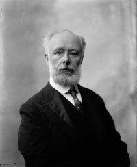 Titre original :  Hon. Sir Louis Henry Davies (Puisne Judge, Supreme Court of Canada) b. May 4, 1845 - d. May 1, 1924.