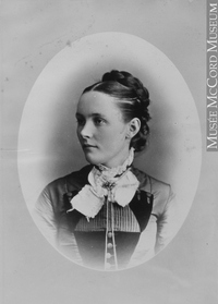 Titre original :  Photograph Mrs. J. Munro, Montreal, QC, 1880 Notman & Sandham 1880, 19th century Silver salts on paper mounted on paper - Albumen process 15 x 10 cm Purchase from Associated Screen News Ltd. II-56374.1 © McCord Museum Keywords:  female (19035) , Photograph (77678) , portrait (53878)