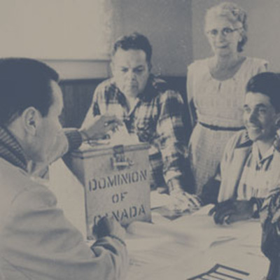 Titre original :  Photograph of election officers at Hiawatha Council Hall, near Rice Lake, Ontario, during the first federal election in which all adult aboriginal people in Canada could exercise their right to vote (from left to right: Lawrence Salleby, Chief Ralph Loucks, Lucy Musgrove, Eldon Muskrat), October 31, 1960
