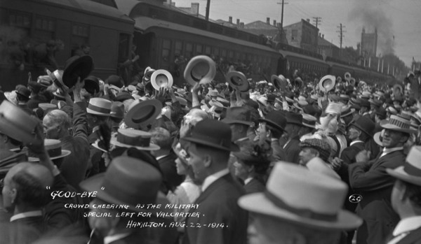 Original title:  MIKAN 3278965 Crowd cheering as C.P.R. (Canadian Pacific Railway) militia special left T.H. & B. Station for Valcartier Camp  22Aug. 1914 [108 KB, 1000 X 581]