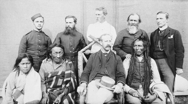 Titre original :    Description Group of nine taken in the square of the North-West Mounted Police Barracks, at Regina (Saskatchewan) Poundmaker, Big Bear, Big Bear's son, Father Andre, Father Conchin, Chief Stewart, Capt. Deane, Mr. Robertson, and the Court Interpreter Date 1885(1885) Source This image is available from Library and Archives Canada under the reproduction reference number C-001872 and under the MIKAN ID number 3260668 This tag does not indicate the copyright status of the attached work. A normal copyright tag is still required. See Commons:Licensing for more information. Library and Archives Canada does not allow free use of its copyrighted works. See Category:Images from Library and Archives Canada. Author O.B. Buell Permission (Reusing this file) PD-Canada