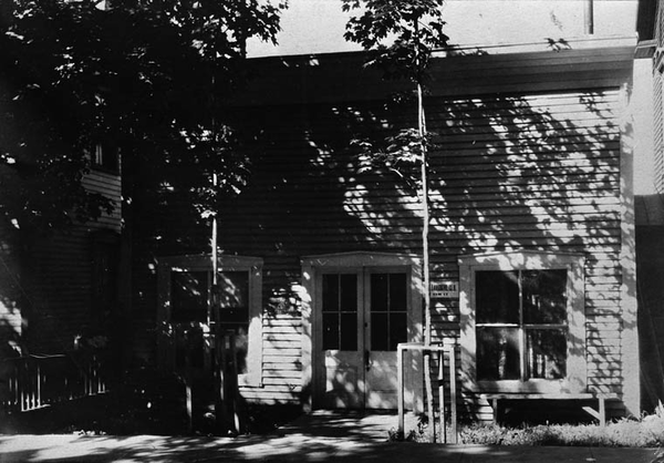 Titre original :  MIKAN 3320553 : Sir Wilfrid Laurier's law office in Arthabaska, Québec.